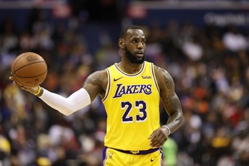 01713a34930 IN NUMBERS  LeBron on track to overtake Jordan in all-time scoring list