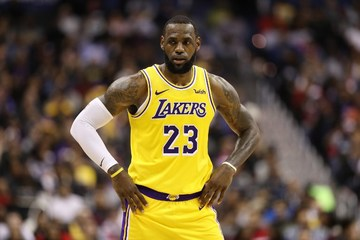 huge discount 4d6e3 c5685 LeBron misses Lakers road trip, to return to practice next week