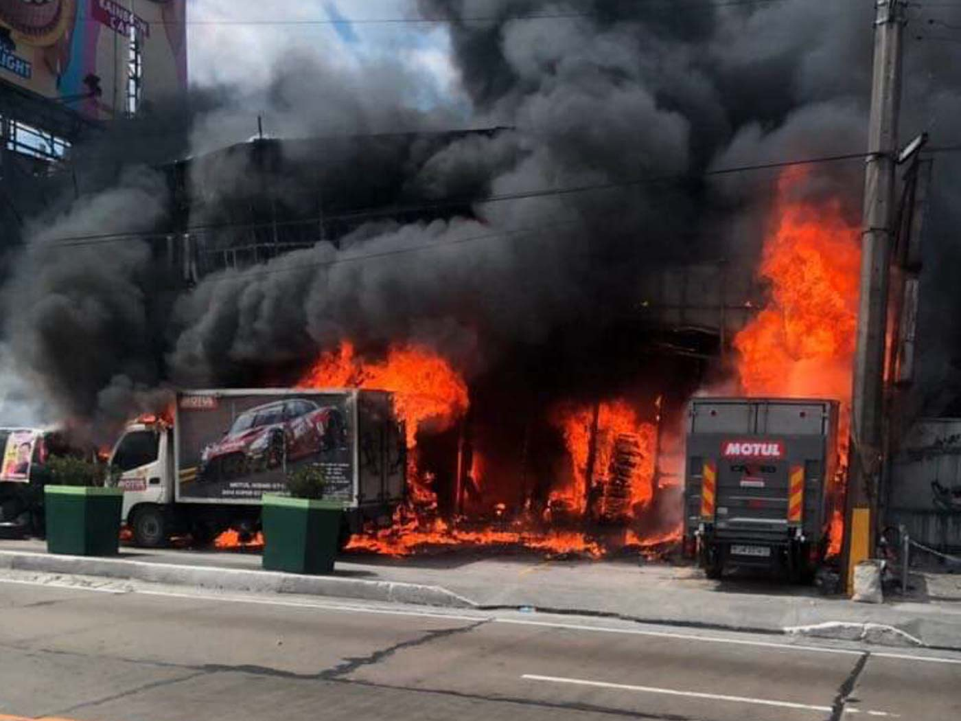 jv ejercito 39 s suv razed in mandaluyong auto shop fire. Black Bedroom Furniture Sets. Home Design Ideas