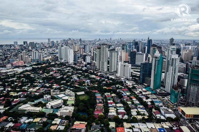 SKYLINE. Metro Manila on August 30, 2017. Photo by Alecs Ongcal/Rappler