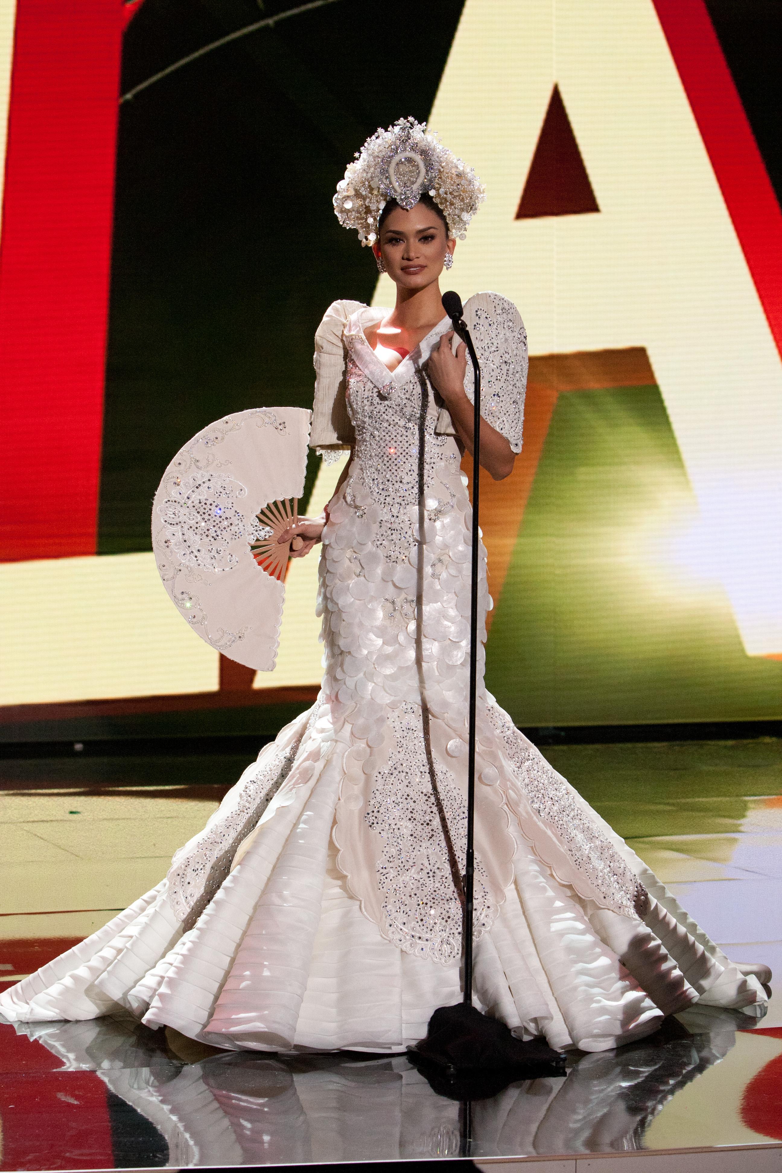 Look Miss Universe Ph 2015 Pia Wurtzbach 39 S National Costume