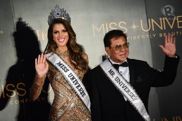 MISS UNIVERSE PH FRANCHISE. Former Ilocos Sur governor Chavit Singson says he has acquired the Miss Universe Philippines franchise. Photo shows Singson with Miss Universe 2016 Iris Mittenaere of France. File photo by Alecs Ongcal/Rappler