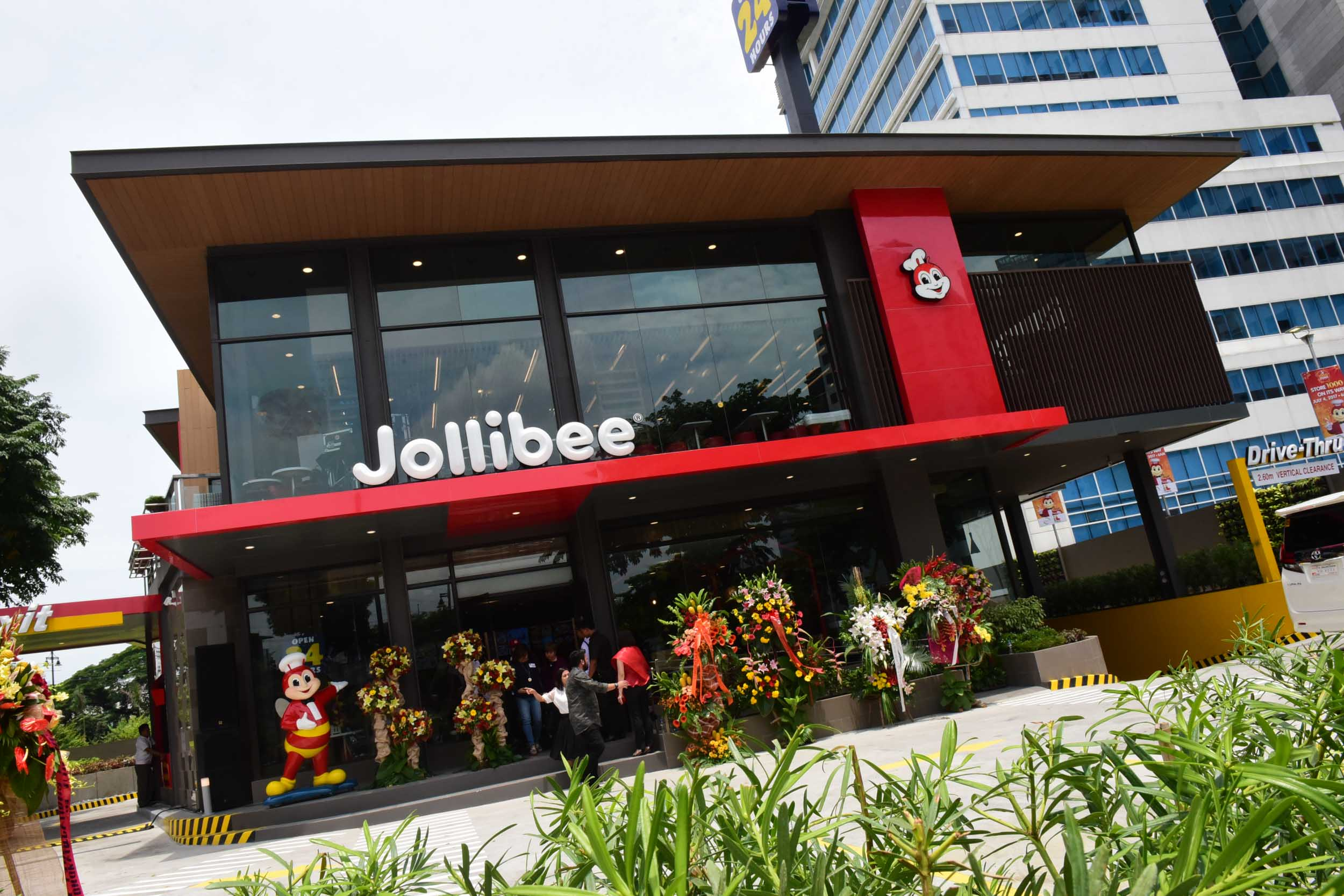 problems encountered by jollibee food corporation In line with the company's commitment to actively enhance the lives and promote the welfare of filipino children, jollibee, the country's leading fast food chain.