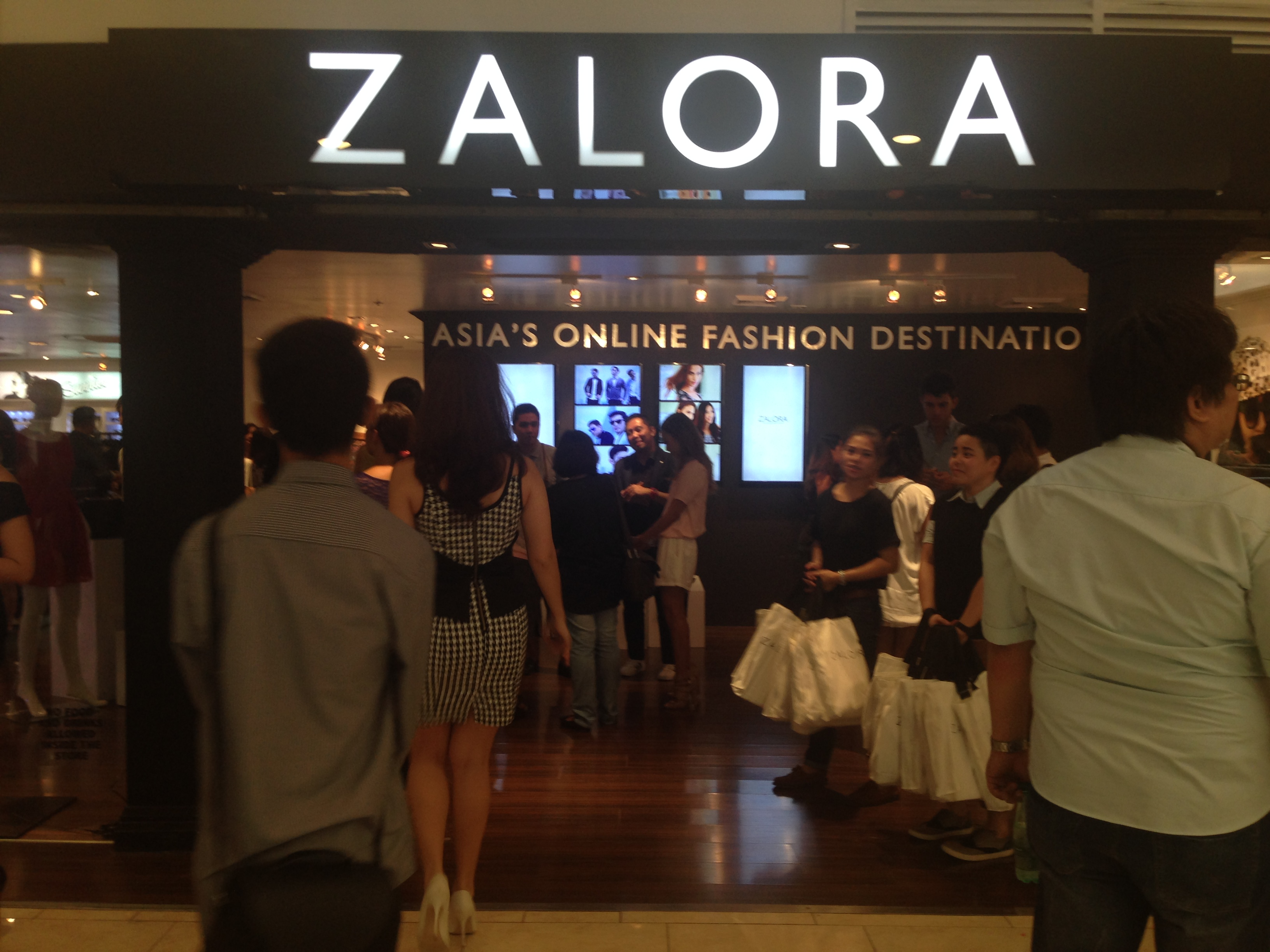 ae5ab3533b8a Online retailer Zalora Philippines goes  offline  with pop-up store