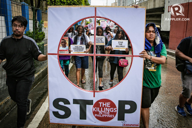 CROSSHAIRS. Relatives of victims of extrajudicial killings along with human rights groups picketed the DND headquarters in Camp Aguinaldo and the Philippine National Police headquarters at Camp Crame in Quezon City. Photo by Jire Carreon/Rappler