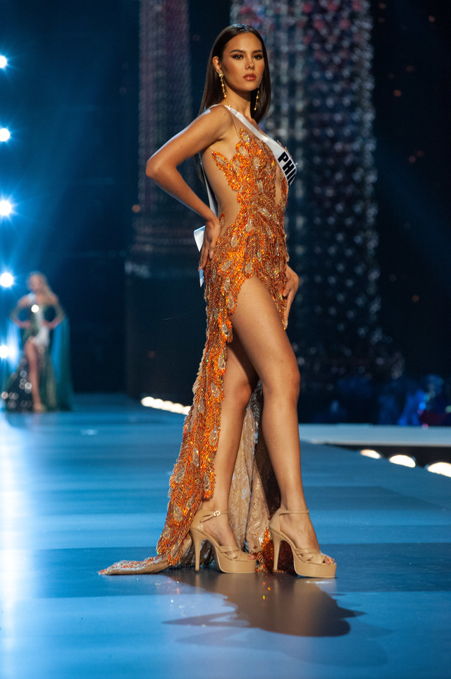 IBONG ADARNA. Catriona Gray models her 'Ibong Adarna' inspired gown by Mak Tumang. Photo from Miss Universe Organization