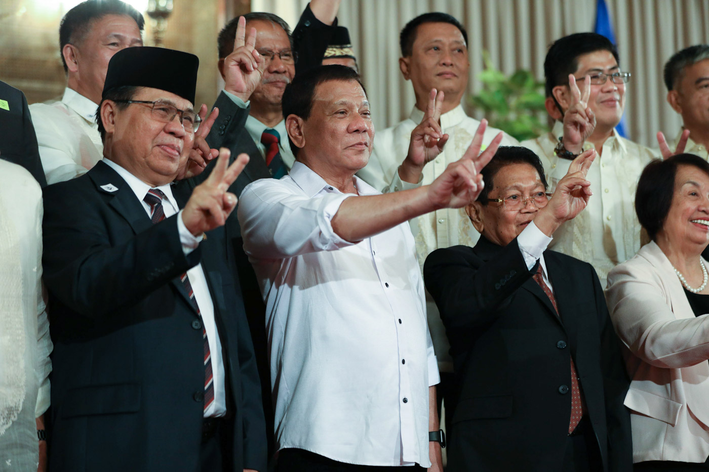 Mindanao peace process president rodrigo roa duterte does the peace sign as he poses for a photo with members platinumwayz