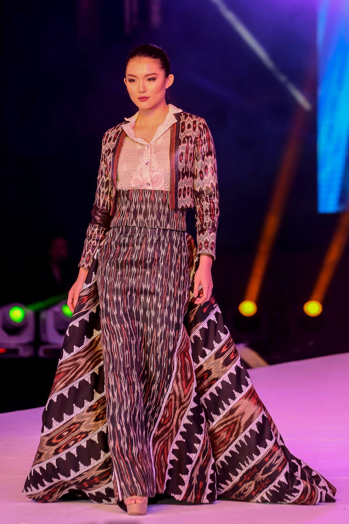 IN PHOTOS: Miss Universe 2016 ladies shine in Mindanao fabrics