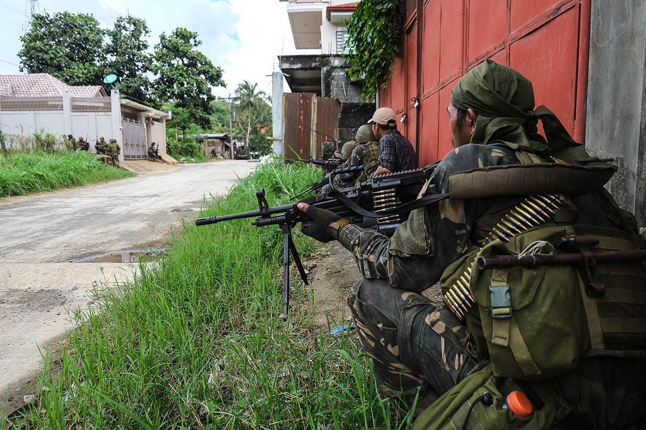 URBAN WARFARE. File photo of Army Scout Rangers conducting clearing operation in Marawi City. Photo by Bobby Lagsa/Rappler