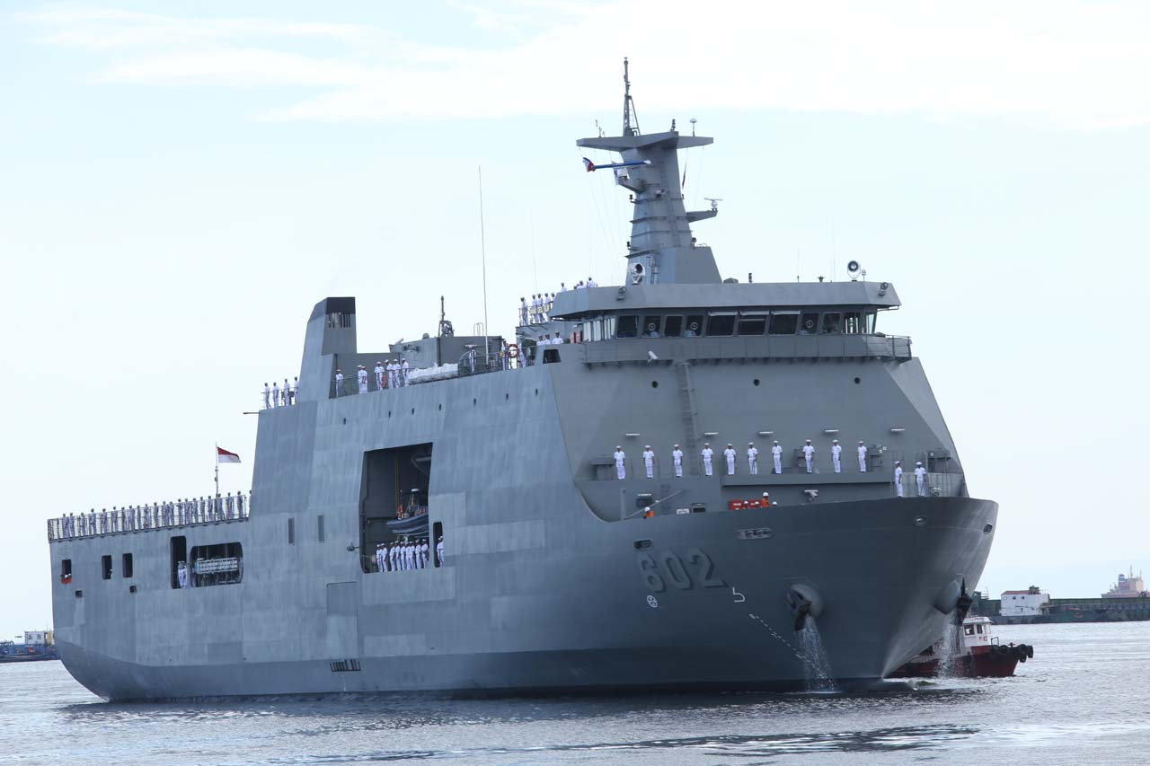 Brp Davao Del Sur Ph Navys Latest Ship Arrives In Manila