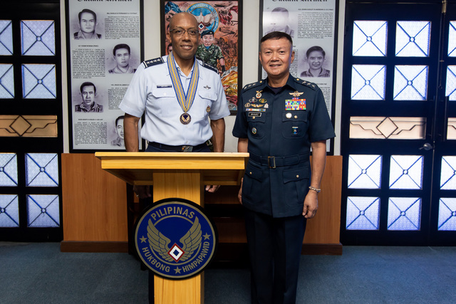 CHIEFS. US Pacific Air Forces commander General Charles Brown Jr meets with Philippine Air Force chief Lieutenant General Rozzan Briguez in Manila on May 16, 2019. Photo courtesy of the US Embassy - Manila