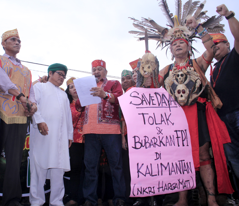 Suku dayak suku dayak kalteng demo desak pemerintah bubarkan fpi reheart Image collections