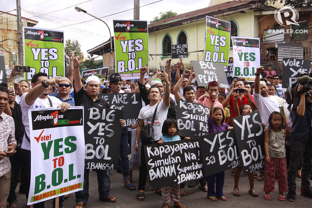 VOTERS. Members of the Muslim community rally outside the Golden Mosque in Quiapo, Manila as they join the start of campaign period for the ratification of the Bangsamoro Organic Law. Photo by Ben Nabong/Rappler