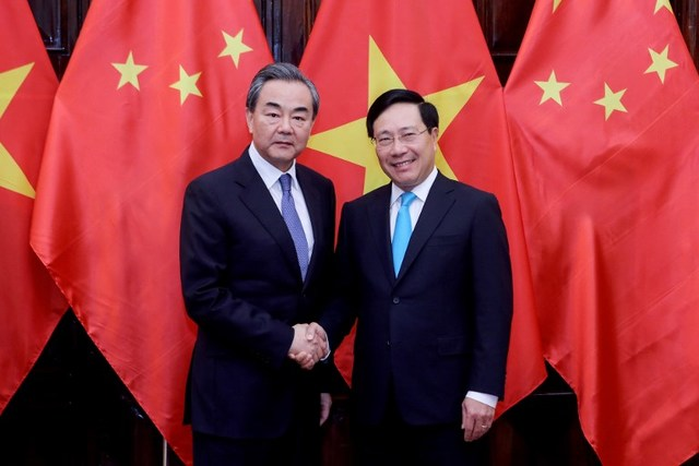SOUTH CHINA SEA. Vietnamese Foreign Minister Pham Binh Minh (right) shakes hands with Chinese Foreign Minister and State Councilor Wang Yi in Hanoi on April 1, 2018. Photo by Minh Hoang/AFP