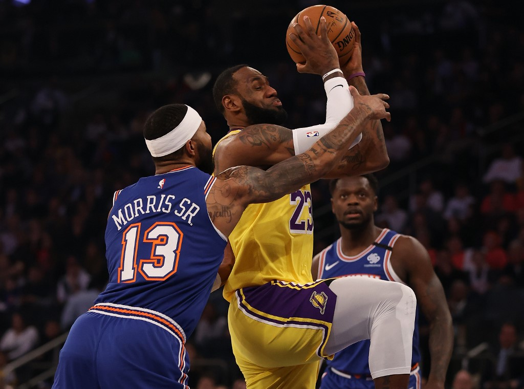 Lakers bounce back with victory over Knicks