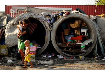How much does a family in the PH need to live decently?
