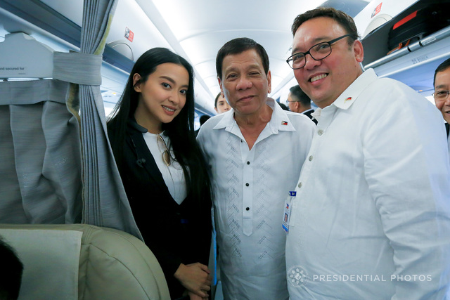 COMMUNICATING DUTERTE. Secretary Harry Roque poses with President Duterte and Assistant Secretary Mocha Uson. Malacañang photo