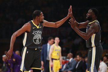 fe59f5dd77e Kevin Durant and Draymond Green prove relentless against the Lakers as the  Warriors
