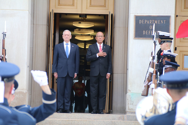DEFENSE CHIEFS. Philippine Defense Secretary Delfin Lorenzana meets with US Defense Secretary James Mattis at the Pentagon on September 18, 2018. Photo by Lia Macadangdang/Philippine embassy in Washington DC