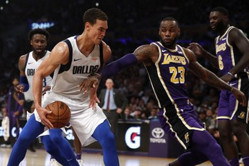 Lebron Buries Clutch Free Throw As Lakers Escape Mavs