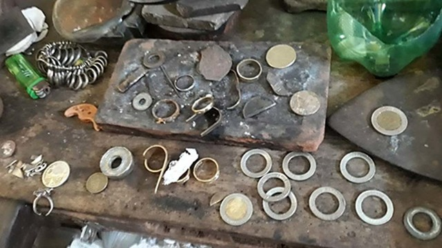 2 Arrested In Quezon For Mutilating P10 Coins