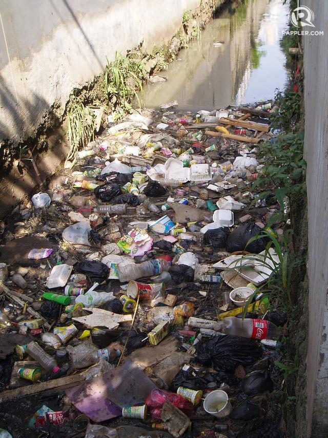 Bandung larang penggunaan styrofoam karena sumber banjir disebut akibat kantong plastik dan styrofoam. Foto oleh Yuli Saputra/Rappler