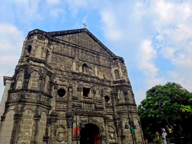 BAROQUE AND MUSLIM DESIGN. Malate Church has a Baroque design with Muslim elements like its trefoil arches. Photo by Rhea Claire Madarang