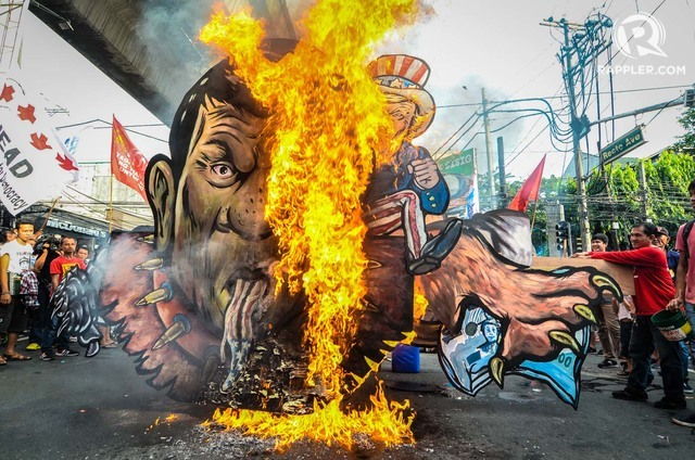 EFFIGY. Anti-Duterte protesters burned an effigy of President Rodrigo Duterte depicted as United States President Donald Trump's pet dog with a face of a snake. Photo by Maria Tan/Rappler