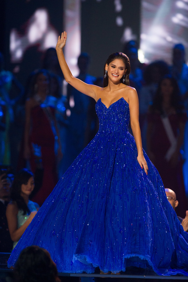 BLUE GOWN. Pia wear Michael Cinco for her farewell walk during the 65th Miss Universe pageant in Manila. Photo from Miss Universe Organization
