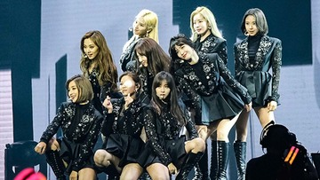 Highlights Twice Cheers Up Filipino Fans During Manila Concert