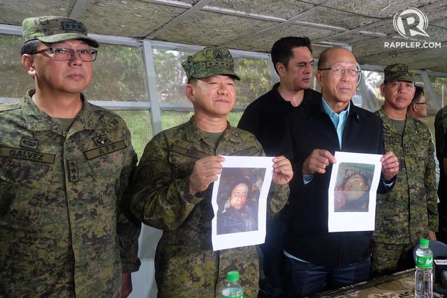 GOOD NEWS. Military chief General Eduardo Ano (2nd, left) and Defense Secretary Delfin Lorenzana (2nd,  right) show photos of slain terrorist leaders Isnilon Hapilon and Omar Maute  to the media in Camp Ranao, Marawi City, on October 16, 2017. Photo by Bobby Lagsa/Rappler