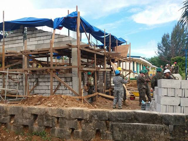 NEW SCHOOLBUIILDING. US Armed Forces engineers build classrooms in Guiuan, Eastern Samar. Photo by Jazmin Bonifacio