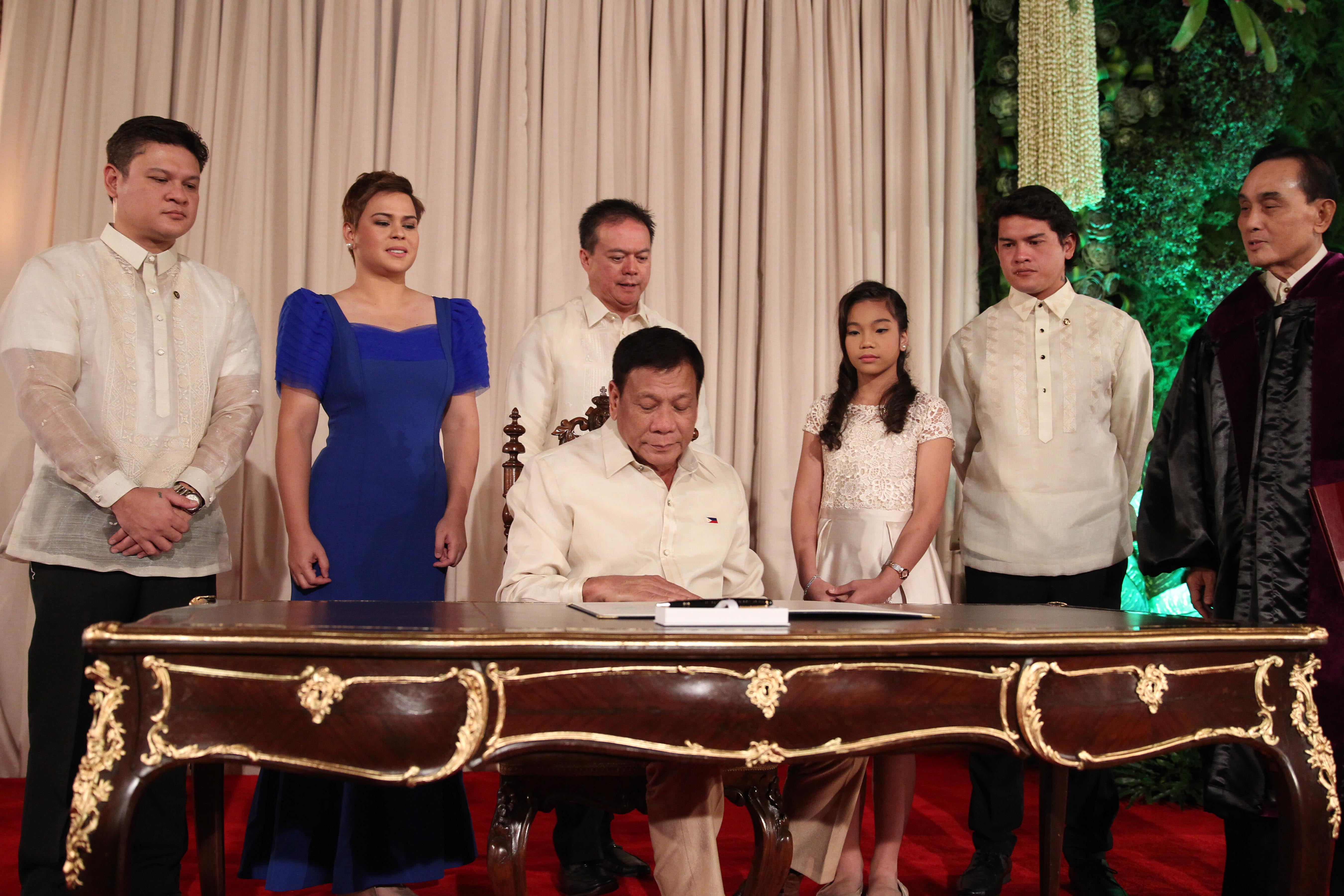 In photos what the duterte family wore at inauguration for Family picture design