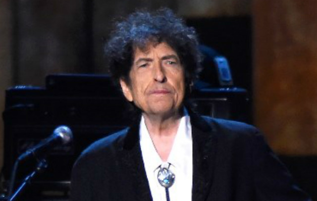 bob dylan and plagiarism The freewheeling artistic style of bob dylan, who has drawn on a variety of sources in creating his music and has previously raised questions of attribution in his work, is once again stirring debate — this time over an exhibition of his paintings at the gagosian gallery on the upper east side.
