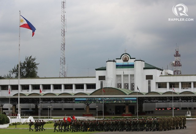 A THREAT? Armed men try entering the national base of the Armed Forces of the Philippines. Rappler file photo
