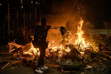 Students from mainland China flee Hong Kong over protest violence ...