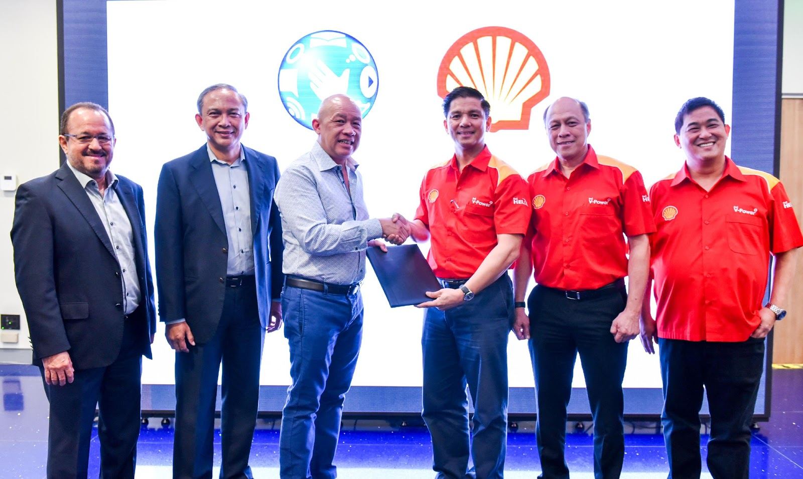 globe telecom signs partnership - HD1600×956