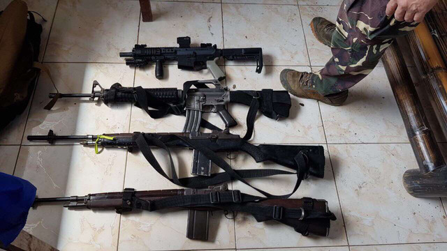 WARRING FAMILIES. The military recovers 4 rifles after the Amanodin and Dipatuan clans exchanged gunfire on January 5, 2017. Photo from AFP