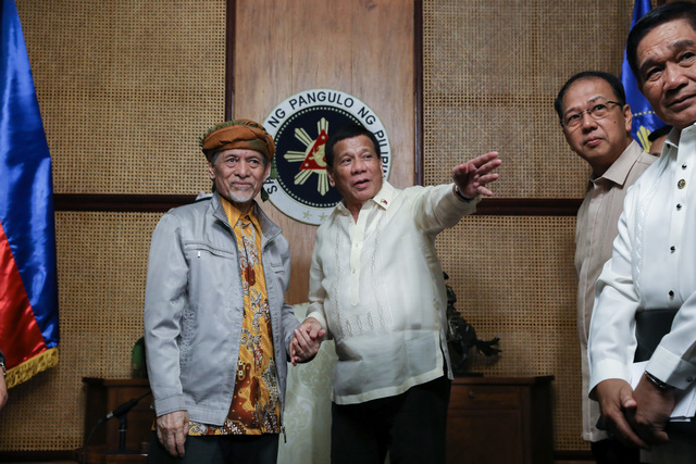 TALKING FEDERALISM. President Rodrigo Duterte meets with Moro National Liberation Front leader Nur Misuari in Malacañang on March 19, 2019. Malacañang photo by Toto Lozano