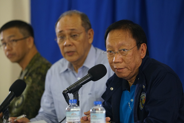 MARTIAL LAW. Solicitor General Jose Calida holds a press briefing on martial law with other officials at the Royal Mandaya Hotel in Davao City on May 26, 2017. Malacañang file photo
