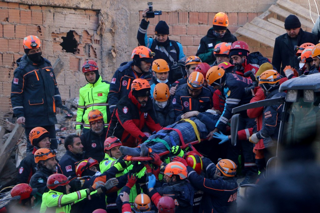 Rescuers scramble to find survivors after Turkey quake kills 22