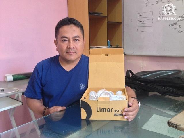 Ujang Koswara, penemu Limar, saat ditemui di kantornya di Bandung Barat. Foto oleh Yuli Saputra/Rappler