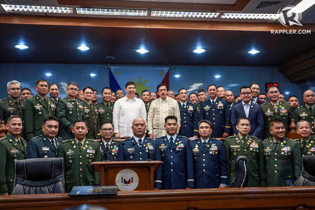 CONFIRMED. Newly promoted military officers pose with with Senate President Vicente Sotto III  Senate President Pro-Tempore Ralph Recto on October 10, 2018. Photo by Angie de Silva/Rappler