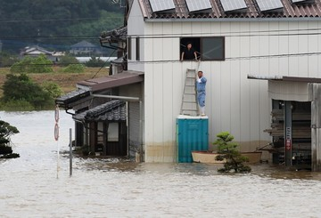 3 dead in Japan rains, some evacuation orders lifted