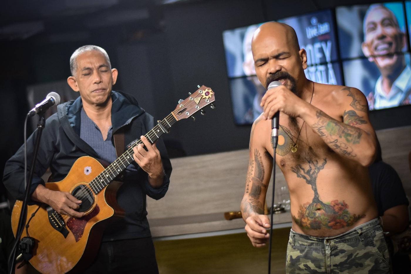 joey ayala Lyrics to magkaugnay by joey ayala: lupa, laot, langit ay magkaugnay / hayop, halaman, tao ay magkaugnay / chorus / ang lahat ng bagay ay.