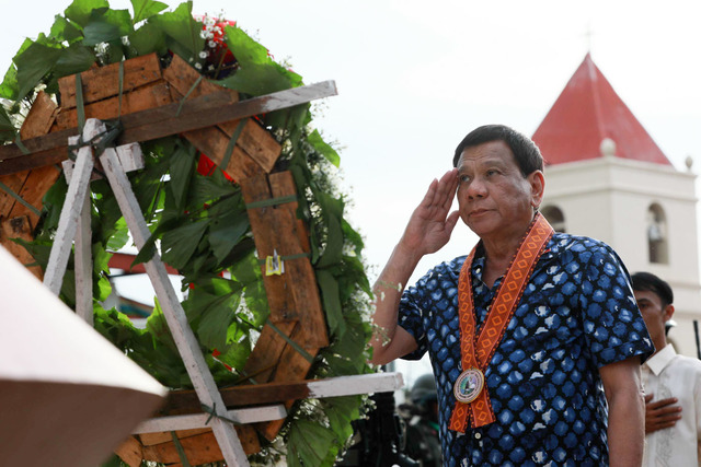 BALANGIGA DAY. President Rodrigo Duterte leads the wreath-laying ceremony during the 116th Balangiga Encounter Day in Eastern Samar on September 28, 2017. Malacañang photo