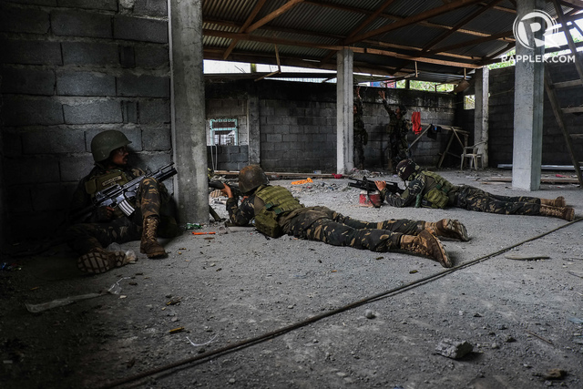 CLASHES. The military says it won't meet the June 2, 2017, deadline it imposed on itself to flush local terrorist out of Marawi siege. Clashes has not stopped since last week, when this photo was taken. Photo by Bobby Lagsa/Rappler