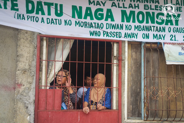 TRAPPED. Residents who can't or won't leave Marawi City are asking for food and water from the government. Photo by Bobby Lagsa/Rappler