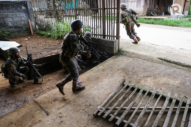 MILITARY OPERATIONS. Army scout rangers conduct clearing operations to flush out members of the Maute Group occupying the city. Photo by Bobby Lagsa/Rappler