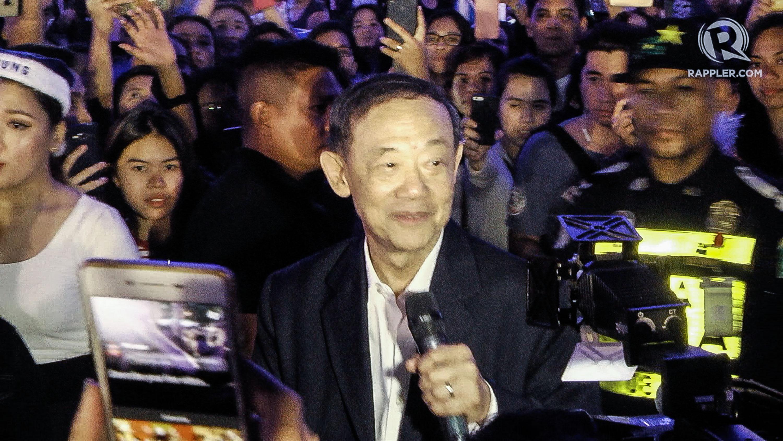 WATCH: Jose Mari Chan surprises fans with Christmas show
